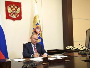 Путин отметил эффективность работы по ситуации с COVID-19 на Смоленщине