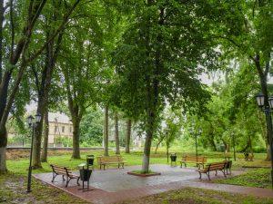 Губернатор Смоленской области оценил благоустройство парковой зону у ж/д вокзала в Глинке