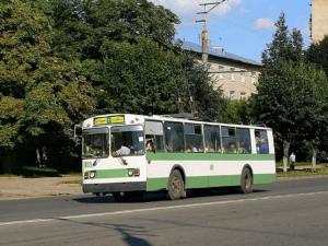 В Смоленске пожилая пассажирка выпала из троллейбуса на проезжую часть