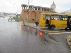 В Смоленске на «зебре» автобус сбил мужчину
