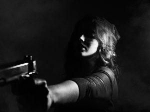 В Гагарине дама стреляла в знакомого из пистолета