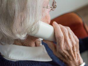 Смоленские поисковики помогли пенсионерке, которая приехала в гости к погибшей сестре