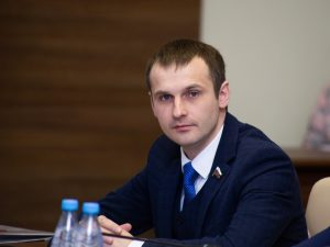 Смоленский сенатор предложил выплачивать по 10 тысяч рублей некоторым безработным