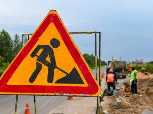 На ремонт дорог в Новодугинском районе направят около 62 миллионов рублей