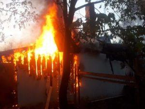 Гараж и иномарка сгорели в Вязьме