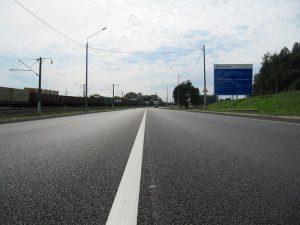 На участках федеральной трассы Р-120 в Смоленской области уложили слои износа