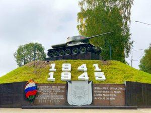 В Смоленске завершили благоустройство территории возле мемориала Танк Т-34
