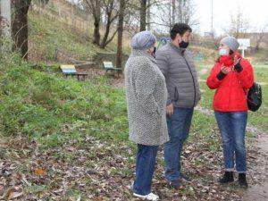 Депутаты горсовета проверили состояние двух смоленских дворов
