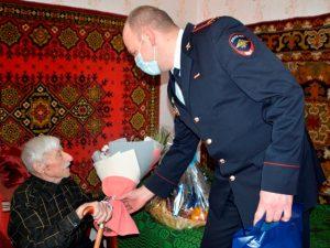Смоленские полицейские поздравили ветеранов органов внутренних дел