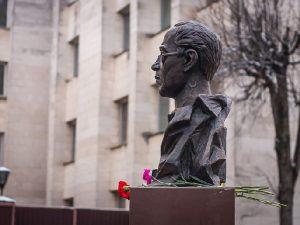 «Первый в мире!» «Народный» памятник фантасту Александру Беляеву появился в Смоленске