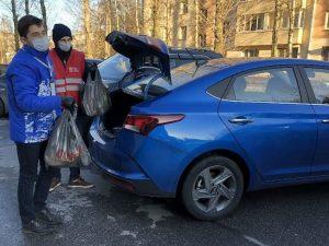 Губернатор Смоленской области поручил передать служебные авто волонтерам