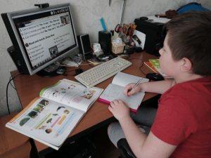 В смоленском райцентре более 420 учеников школы перевели на удаленку из-за COVID-19