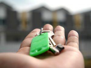 Смоленская мэрия приобрела 43 квартиры для детей-сирот