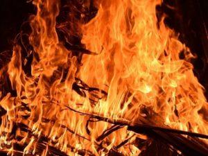 Три торговые палатки сгорели в городе Ярцево