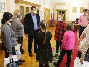 Игорь Ляхов помог осуществить пожелания многодетных семей