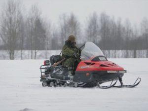 В Смоленской области браконьеры удрали от охотинспекторов на снегоходах