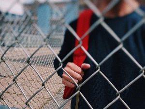 Жителя Смоленска подозревают в вовлечении несовершеннолетнего в кражу