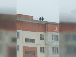 Прокуратура обнародовала результаты проверки после опасных детских «игр» на крыше многоэтажки под Смоленском