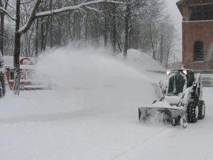 Смоленские коммунальщики работают в режиме повышенной готовности из-за снегопада