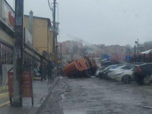 В Смоленске мусоровоз «ушел под асфальт»