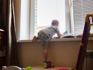 Выпал из окна. В Подмосковье разбился маленький ребенок смоленского бизнесмена
