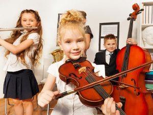 В Смоленске две музыкальные школы получат новые инструменты