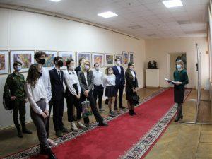 Для смоленских выпускников провели экскурсию в Администрации города