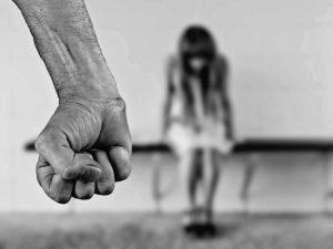 Смоленский суд оставил педофила под стражей до вынесения приговора