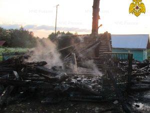 Дом в Краснинском районе сгорел дотла