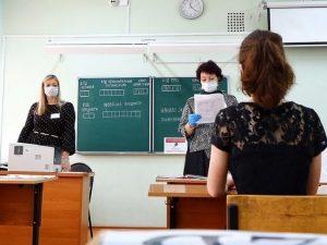 Более 1700 смоленских школьников сдают ЕГЭ по иностранным языкам и биологии