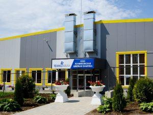 Губернатор Смоленской области Алексей Островский посетил Починковскую швейную фабрику