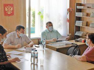 Председатель областной думы Игорь Ляхов провёл приём граждан в Ершичском районе