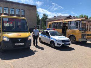 В Рославльском районе госавтоинспекторы проверяют техническое состояние школьных автобусов