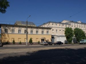 Сотрудника СИЗО в Смоленске подозревают во взяточничестве