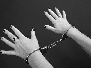 54-летнюю смолянку будут судить за покушение на убийство сожителя
