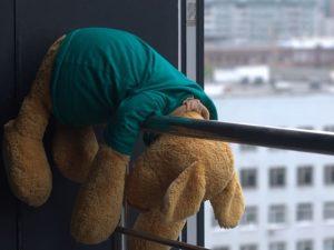 В Смоленске 7-летний ребенок выпал из окна на 7 этаже