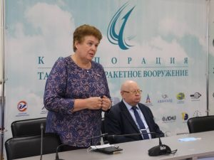 Депутат Госдумы Ольга Окунева встретилась с работниками Смоленского авиационного завода