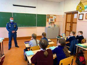 В Починке для школьников прошел урок по правилам безопасности