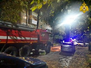 Ночью в Смоленске из-за пожара эвакуировали жильцов пятиэтажного дома