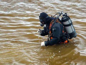 В Смоленском районе из озера подняли тело утопленника